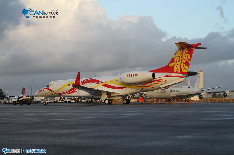 650私人飞机抵达新加坡樟宜机场.