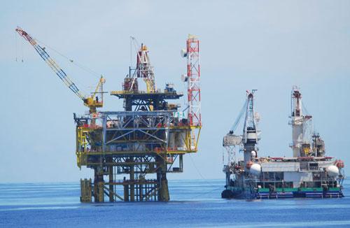 中国海监83船巡航曾母暗沙以南 新发现若干钻井