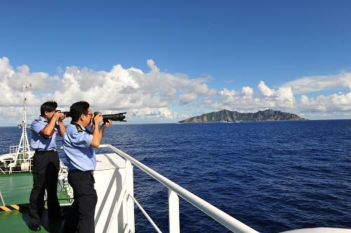 9月14日,中国海监50船抵达钓鱼岛海域。当日6时许,由中国海监50、15、26、27船和中国海监51、66船组成的2个维权巡航编队,抵达钓鱼岛及其附属岛屿海域,对钓鱼岛及其附属岛屿附近海域进行维权巡航执法。这是我国政府宣布《中华人民共和国政府关于钓鱼岛及其附属岛屿领海基线的声明》后,中国海监首次在钓鱼岛及其附属岛屿海域开展的维权巡航执法,通过维权巡航执法行动,体现我国政府对钓鱼岛及其附属岛屿的管辖,维护我国的海洋权益。新华社记者 张建松 摄