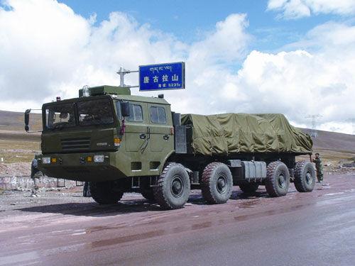 中国新型45吨航天超重型车底盘成功翻越唐古拉山