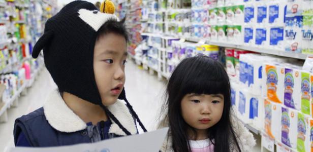 《爸爸去哪儿》萌宝独闯外国超市小鬼当家