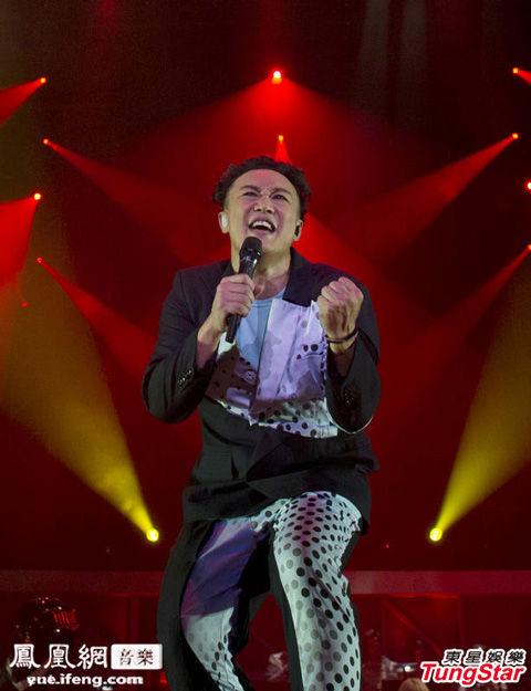凤凰网音乐讯 2013年7月17日香港,陈奕迅的《Eason life演唱会》昨