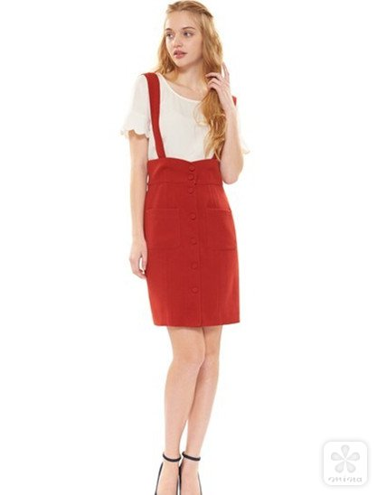 红色的背带裙,在复古中流露中活泼可爱的少女心!