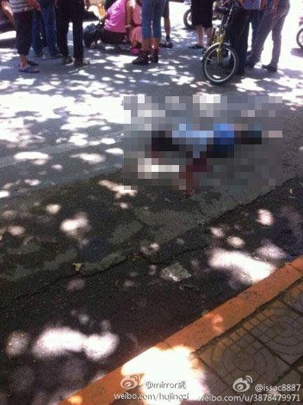 车祸现场-西安两小学生被豪车撞倒一死一伤 死者是独子