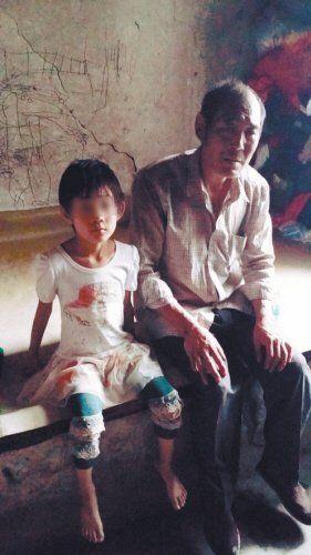 """房子漏雨漏风,6岁娃待幼儿园 """"黑户""""女孩上学记"""