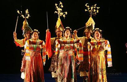 非物质文化遗产少数民族服装展(资料图)-台湾佛陀纪念馆 霓裳之