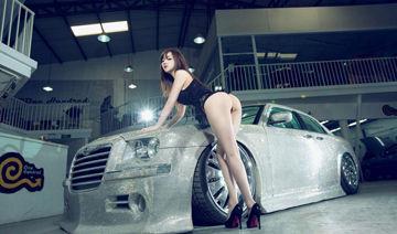 极品长腿美少女 豪车内外上演致命诱惑