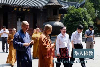 局局长王作安在上海龙华寺玉佛禅