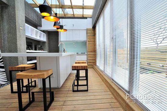 效果图 厨房中岛吧台-是厨房的延伸,可以作为工作备餐区,粗大的柱子用