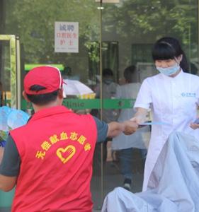 """""""献血英雄海南行""""首站在三亚街头传播公益正能量"""