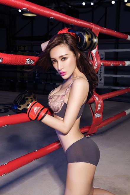 台湾嫩模Winnie小雪拳击场上秀性感狂野-嫩模Winnie拳击场上秀性感图片