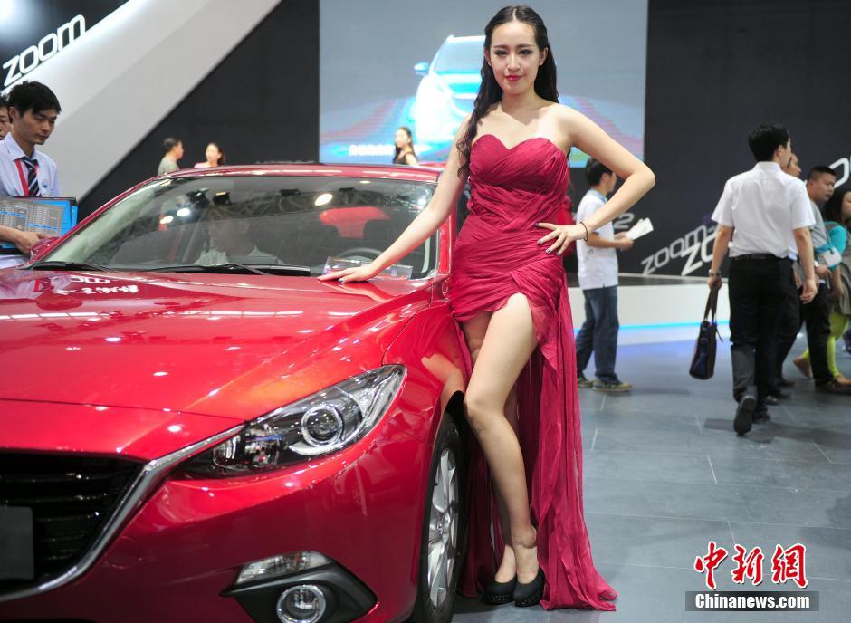 武汉华中车展车模_2013武汉国博中心华中车展之美艳车模篇谁
