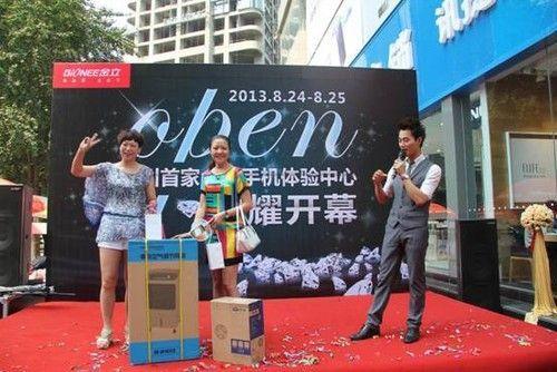 """...专卖店、旗舰店第三是电商\"""".小米等一系列基于移动互联品牌..."""