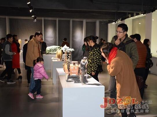 景德镇陶瓷学院校友雕塑作品邀请展昨开展