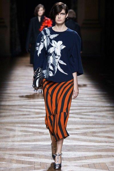典型巴黎风格的服装,低调独立,活力和优雅兼容,让穿着者的品味一览