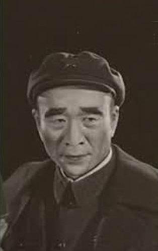 林彪元帅作为一个有着极大争议的人物,自从文革结束后一直没有机会在银幕和舞台上出现其艺术形象。话剧《九一三事件》中,林彪的形象作为一个反面典型第一次出现在我国的文艺舞台上。1980年李雪健在话剧《九一三事件》扮演林彪。