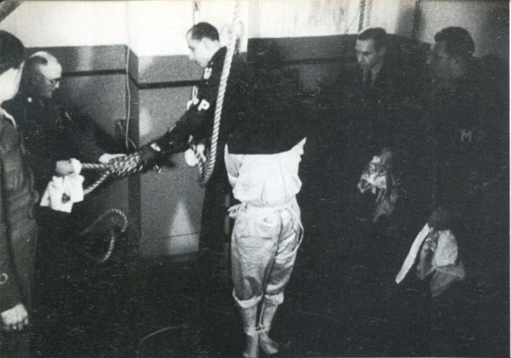 实拍抗战结束后日本战犯被绞死全过程[高清]_历史频道_凤凰网p=1 - 实亊求是 - .