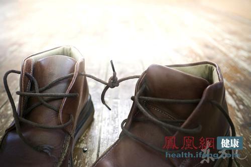 夏季汗脚受不了 14个窍门巧除脚臭