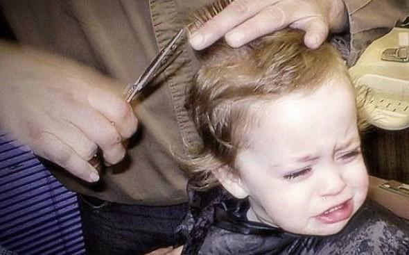 爆笑!宝宝理发时的悲催表情