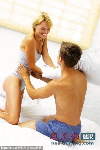 洗澡女孩摸肉穴_洗澡的同时按摩头顶的百会穴和足底的涌泉穴,也是值得推荐的方法.