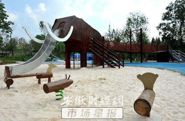 儿童游乐园以动物造型建造的荡桥,滑板等惊险游乐区,儿童沙滩,雕塑群
