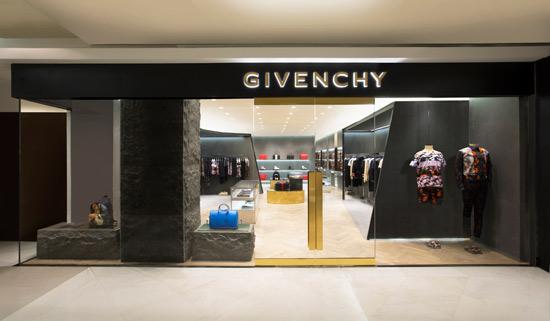奢侈品  z 简约粗犷的黑色巨型外立面设计与店内艺术画廊般的精致华丽图片