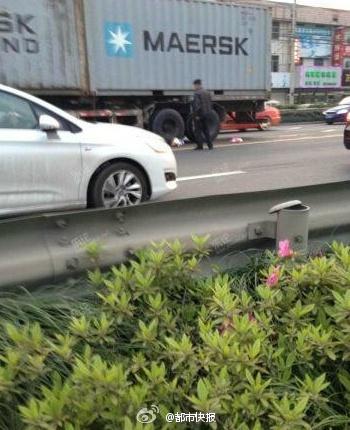 浙江:女子将两孩扔进车流_8月大幼儿遭碾压身亡(图)