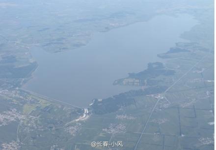 高清图—吉普车驶入长春市新立城水库稳水池内 七人丧生