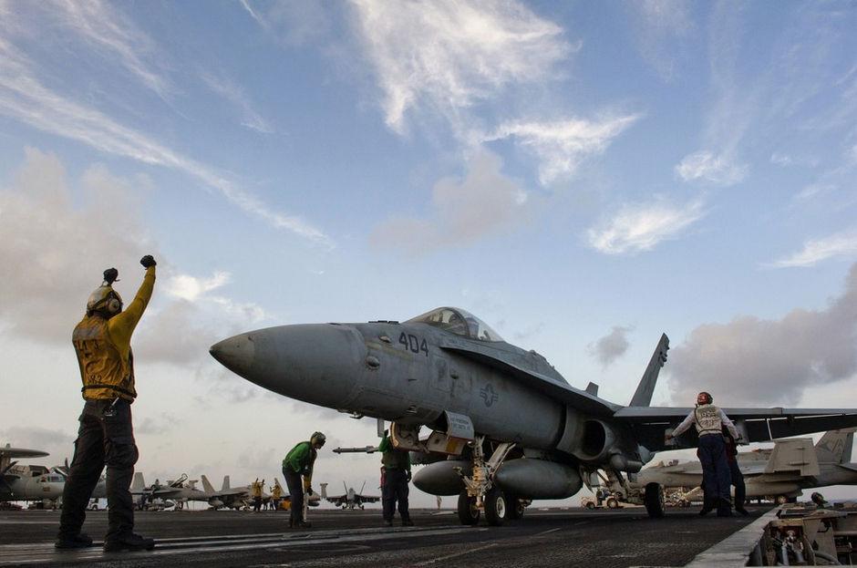 美军24小时内摔2架飞机:f-18坠毁