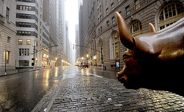 华尔街如何玩转美国经济总量_华尔街牛图片