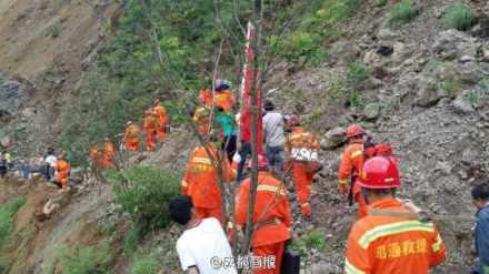 云南鲁甸地震现场图片