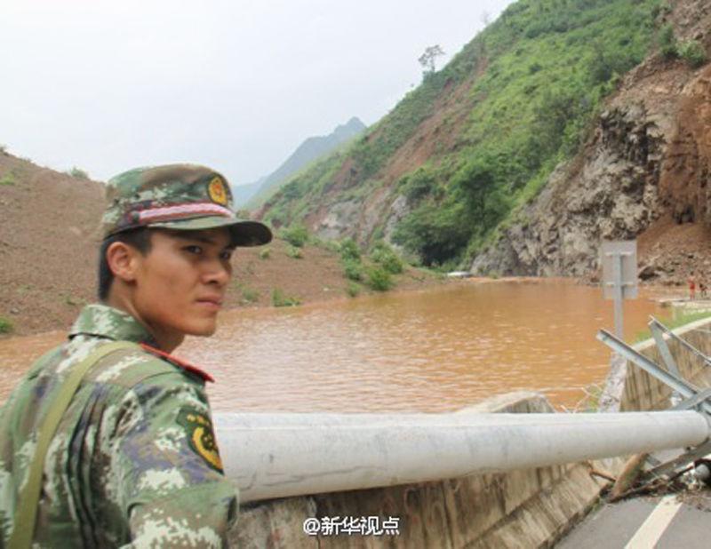 官兵跳江救援失踪前最后一张照片 - 月  月 - 阳光月月(看新闻)