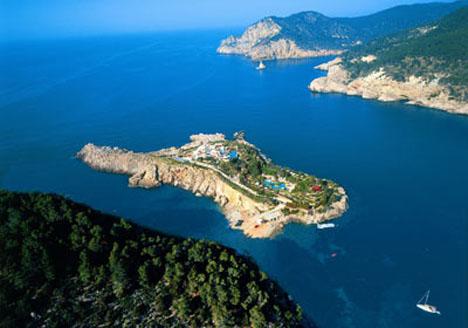 3970万美元萨菲拉杜拉岛坐落于西班牙圣米格尔湾,紧邻伊维萨岛北海岸