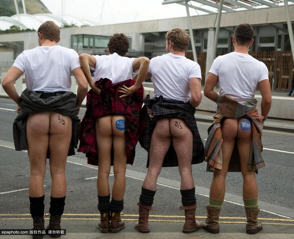 苏格兰公投最后时刻 民众穿裙裸臀表态度