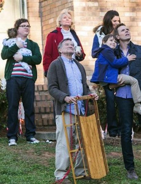 罗宾威廉姆斯遗作曝预告 非主流老爸企图肢解圣诞老人