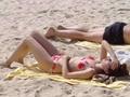 实拍:哈尔滨海滩躺满比基尼俄国美女