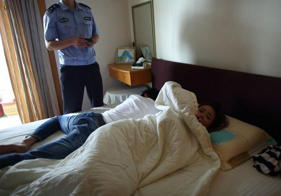 深圳 男子酒驾撞死人后逃逸 带女伴回家呼呼大睡