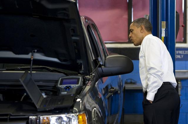 汽油降价将让美国消费者们在今年11月和12月比去年
