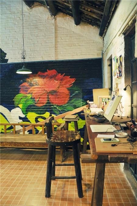 """你会发现这个咖啡馆就像个""""木头屋"""""""