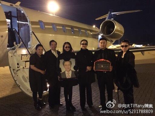 告别仪式后向华胜遗体在八宝山火化,由家族成员护送回香港.