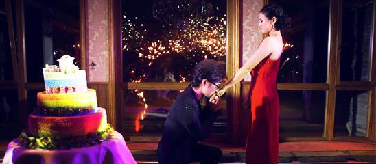 汪峰单膝跪地求婚 章子怡含泪点头同意