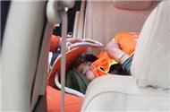 获救女乘客惊恐的眼神