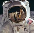 NASA公布8400登月照