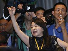 记者会上尖叫的台湾女记者
