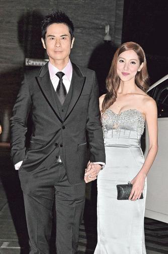 [明星爆料]郑嘉颖携女友首度公开亮相 与旧爱周丽淇同场