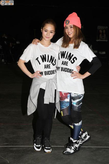 [明星爆料]Twins练舞凌空踢腿 阿娇两度险坠地