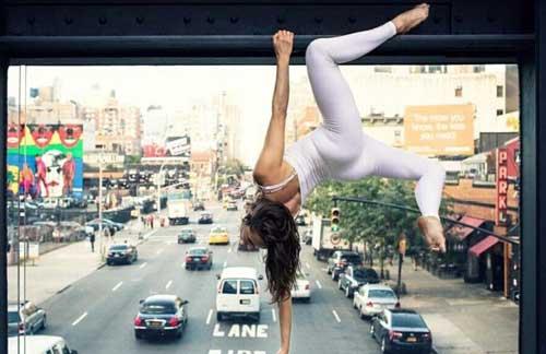性感美女表演高难度瑜伽