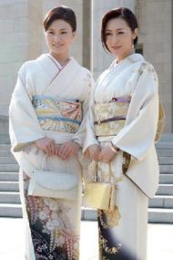 """日本例行国会成女议员和服秀场""""<"""