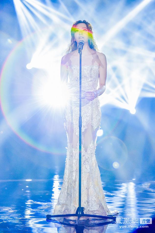 2月27日晚《我是歌手》第三季第九期播出张靓颖身着tony ...