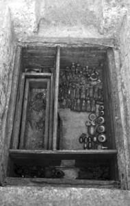 """千年""""军官""""墓 埋有上百个木俑"""